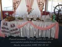 Украшение свадебного стола для молодоженов
